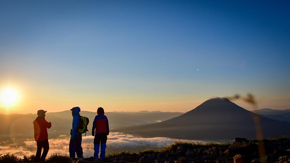 アンヌプリ山頂からの日の出