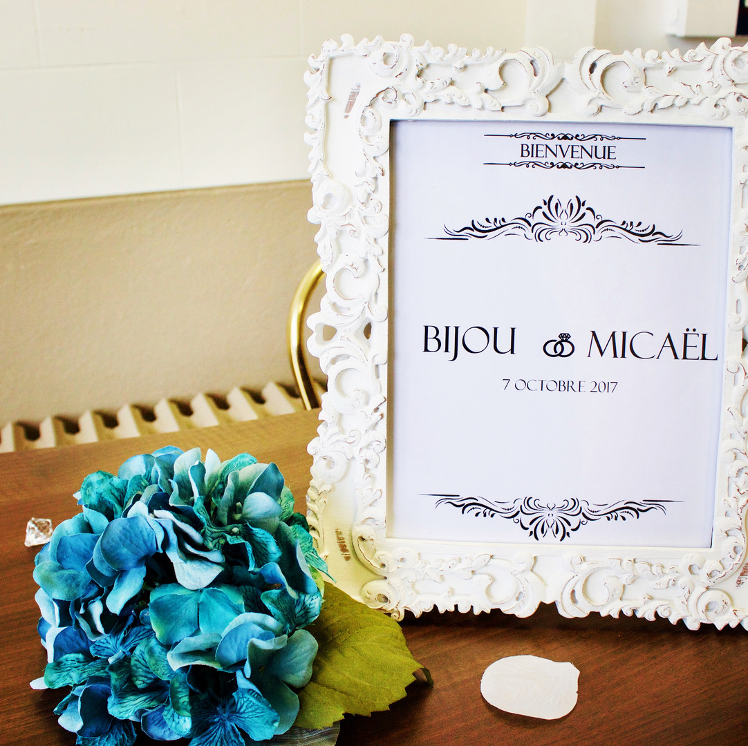 Entrance decoration : frame with newly weds first names