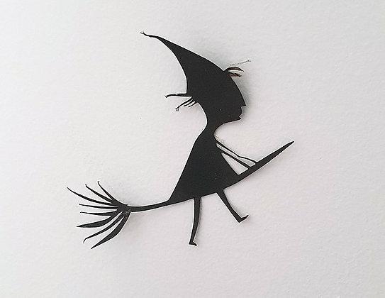 מכשפה על מטאטא - חיתוך נייר בעבודת יד