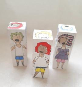 קוביות עץ צבעוניות      Colored wooden blocks