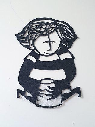 דמות קטנה עם כד - חיתוך נייר בעבודת יד  |   Small figure with jug - handmade pap