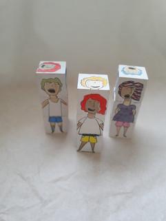 קוביות עץ צבעוניות  |   Colored wooden blocks
