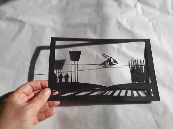 חיתוך נייר - נוף כפרי וים