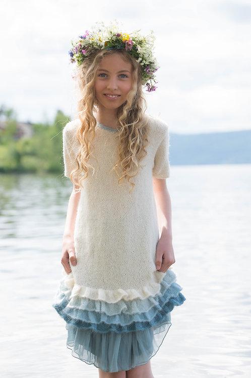 HJERTE 001 SENORITA Myk og feminin kjole med volanger