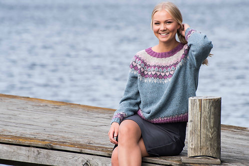 English Queen of hearts - Wide sweater with round Yoke