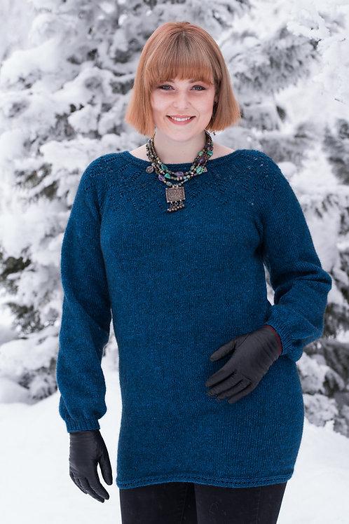 E 116 NORI - Lang genser med rundfelt bærestykke og puffermer.