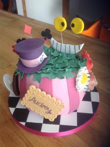 Cute Alice in Wonderland Cake