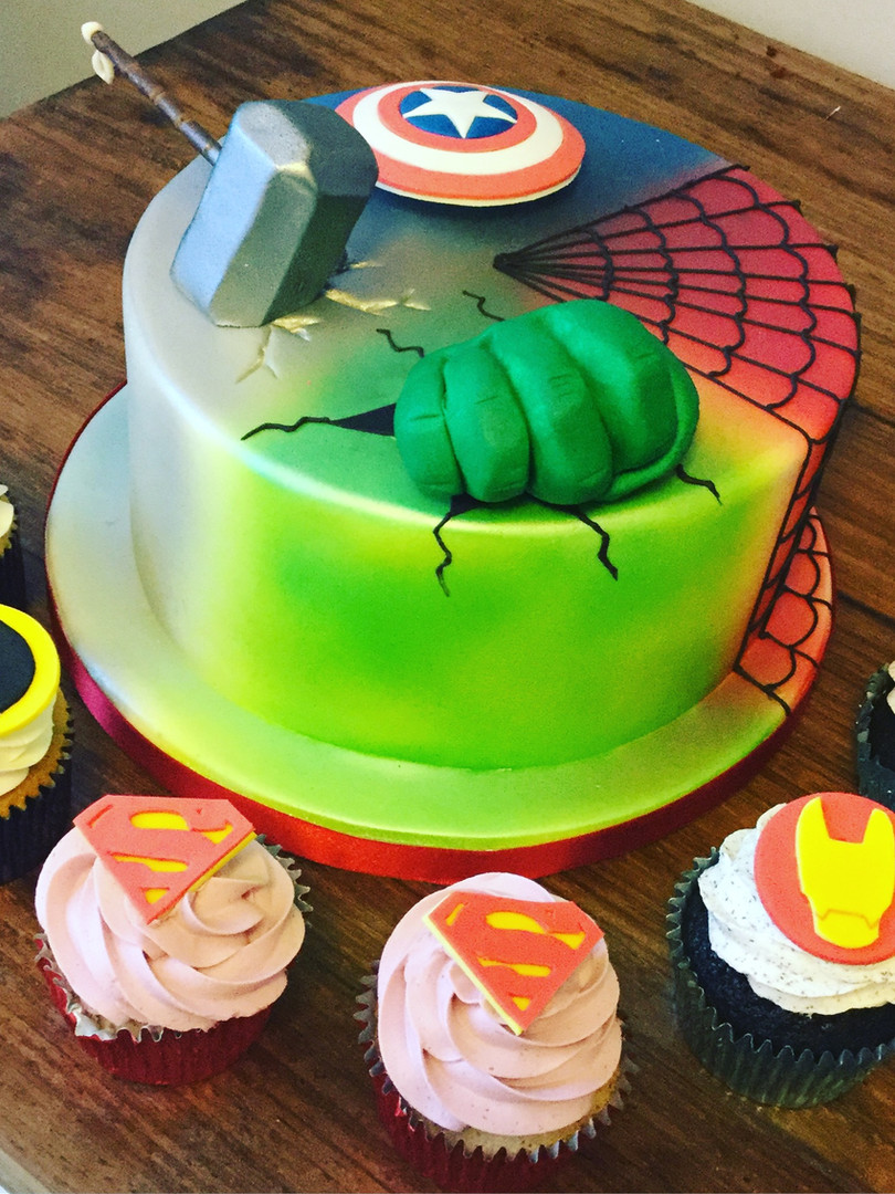 Marvel Superheroes Cake and Cupcakes