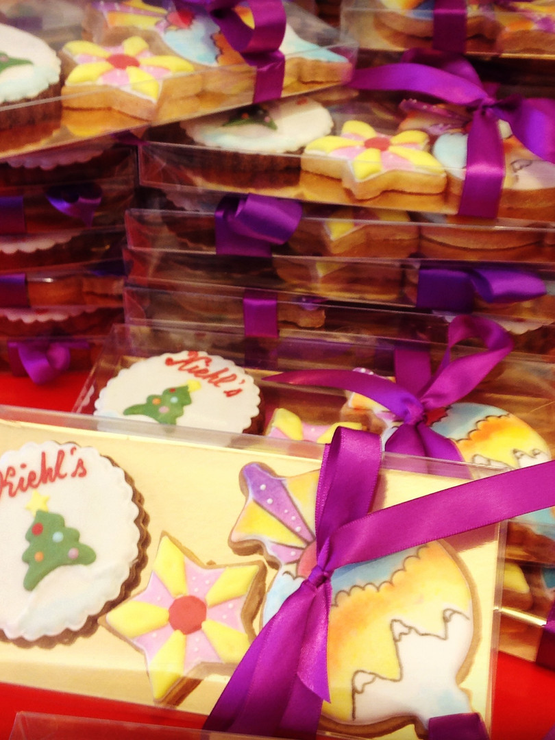 Kiehl's - 150 boxes of hand-decorated cookies to introduce the Christmas range 2016