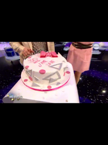 RTBF - ...and the cake was cut in studio by Sandra Kim ;)