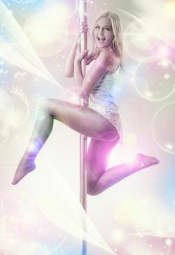 Laura Skriver-Poledance-flatten