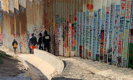 The Frontera Project - The Wall at Playas de Tijuana - Photo Ramón Verdugo (1)_edited.jpg