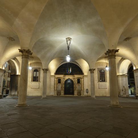Portici di palazzo della Loggia