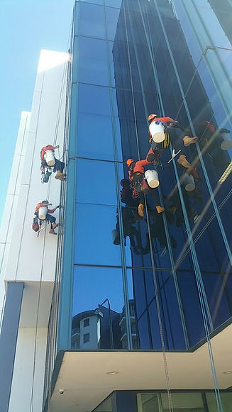Hi-rise window cleaning canberra