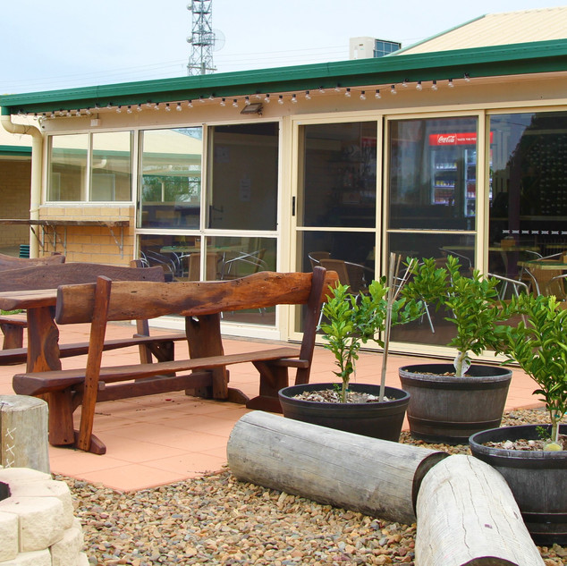 MUNDUBBERA OUTDOOR EATING FIREPIT QLD