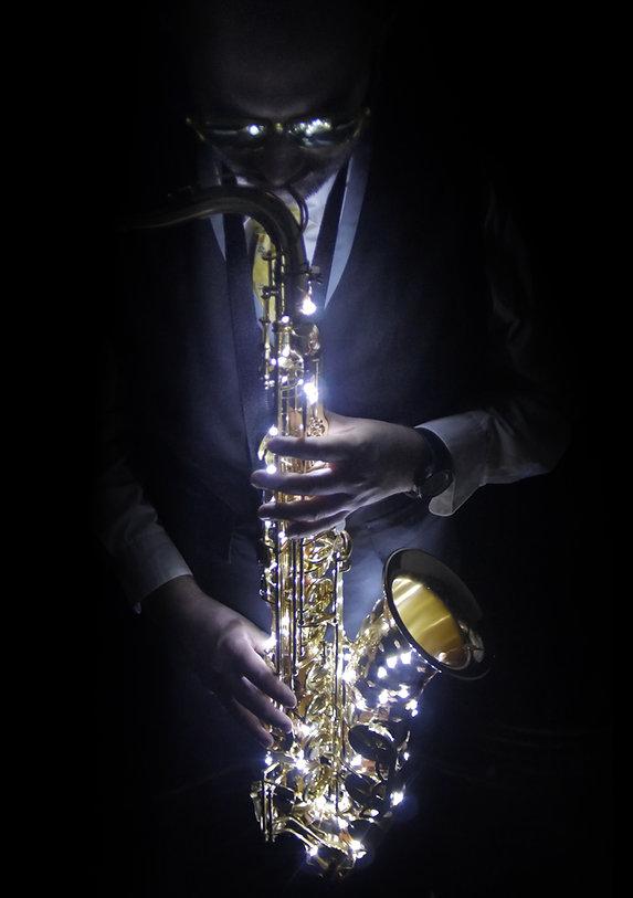 saxophone illuminé, saxophoniste, cocktails, vin d'honneur, mariage, wedding, entreprise, évènement, dj, sax, Monsieur SAX, meilleur saxophoniste, saxophoniste français, french touch.