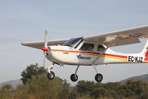 Volar en avioneta Jaén,Vuelo en Ultraligero,Piloto por un día,Pilotar avioneta,Paseo en avioneta Jaén