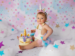 Phoebe's unicorn cake smash