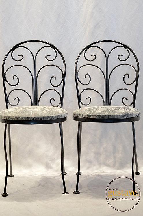 Deux chaises en fer forgé