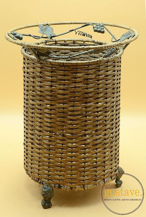 Cache-pot en osier et métal