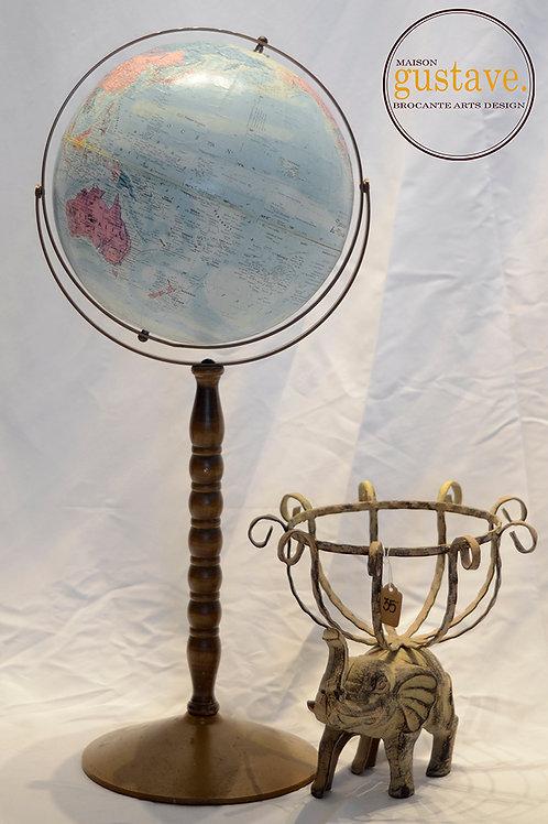 Globe terrestre sur pied