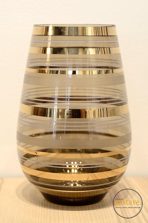 Vase en verre fumé avec dorure