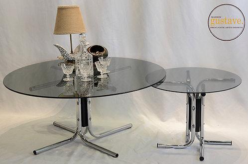 Duo de tables d'appoint en verre fumé et chrome