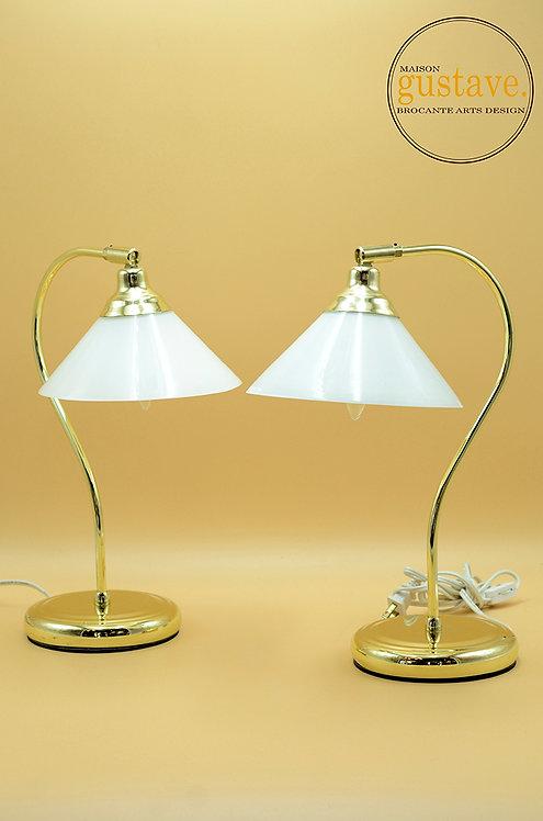Lampe dorée et abat-jour en verre opalin