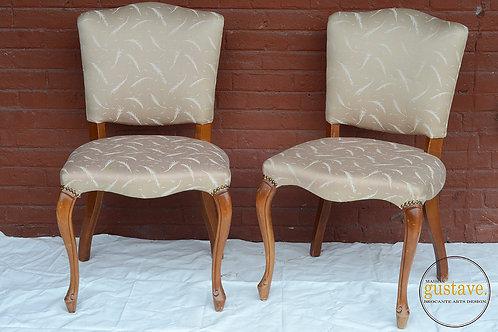 Duo de chaises en bois rembourrées