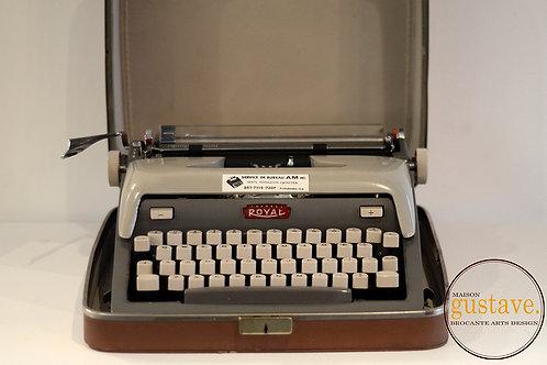 VENDU* Machine à écrire Royal Futura 800 1958