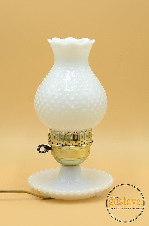 Lampe de table électrique en verre de lait hobnail