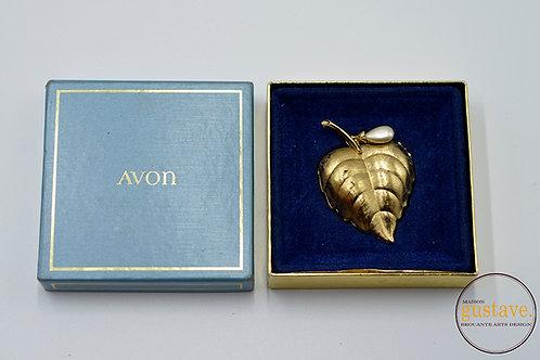 Broche de feuille dorée Avon avec compartiment et sa boîte d'origine