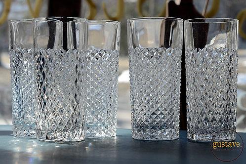 Ensemble de grands verres en cristal
