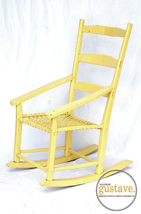 Chaise berçante en bois jaune