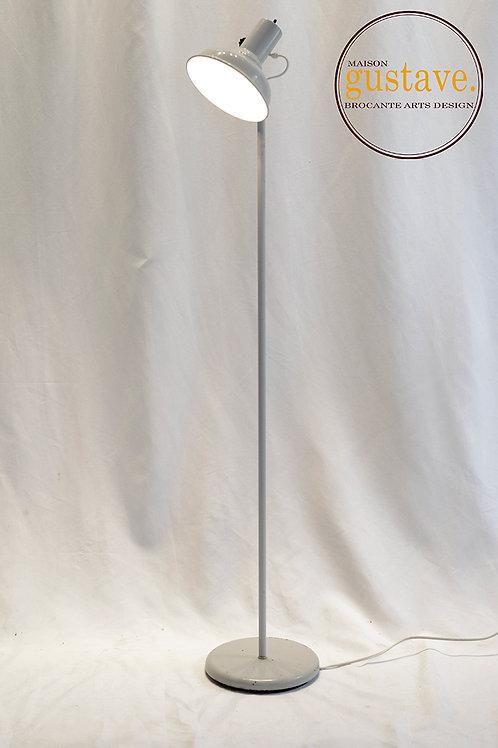 Lampe sur pied en métal