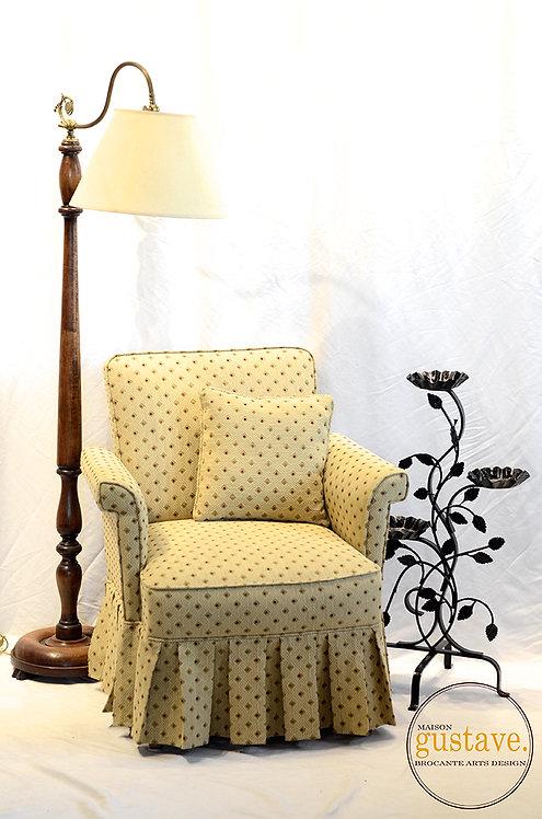 Petit fauteuil à jupette