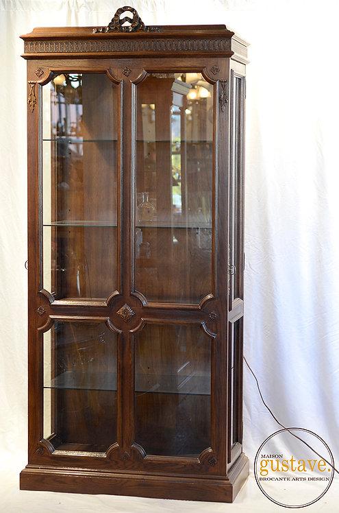 Curio vitré en chêne teint avec lumière intégrée