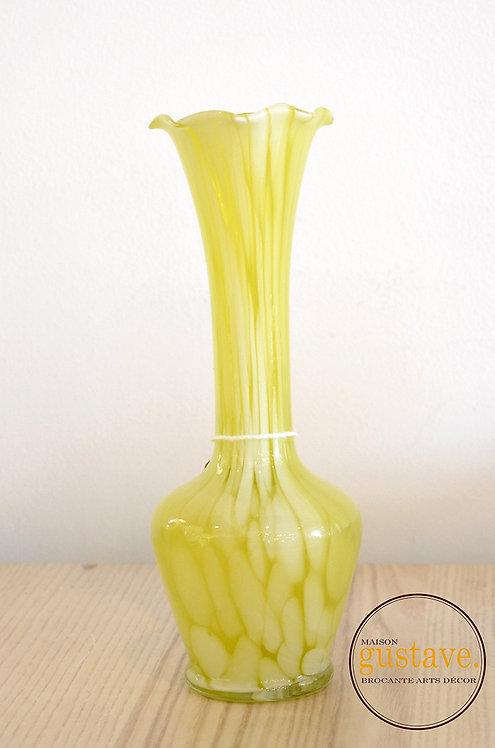 Vase en verre soufflé jaune zébré
