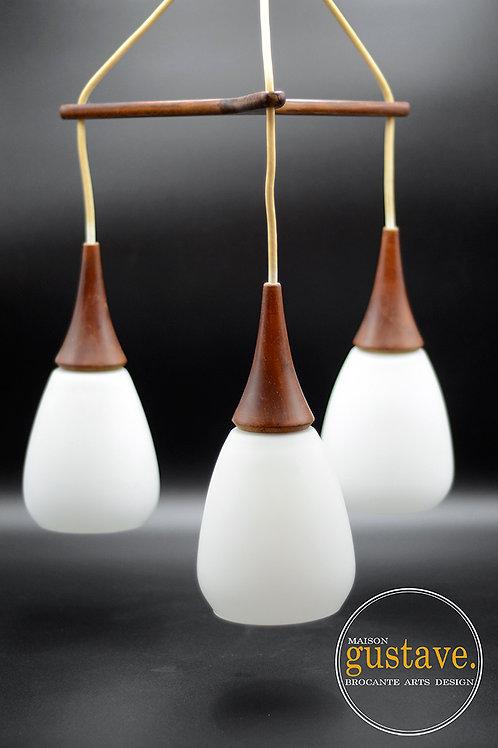 Luminaire suspendu en noyer et milkglass