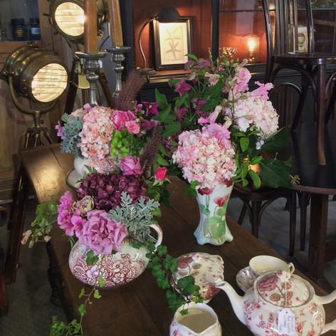 Quel plaisir de fleurir un petit coin de paradis qu'on appele Magasin Général Marrakech.   Venue: Magasin Général Marrakech Florals: Le Kiosque à Fleurs Marrakech | Catherine Villier