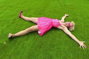 Kiki starfish on fake grass.JPG