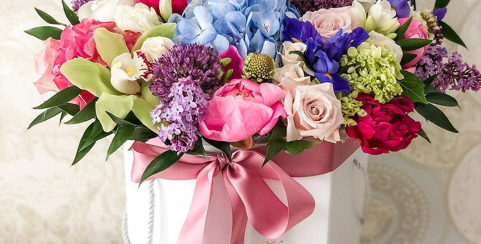 Large mix Hat Box of Flowers