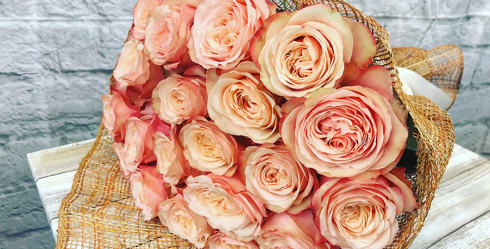 Beautiful bouquet with peach roses