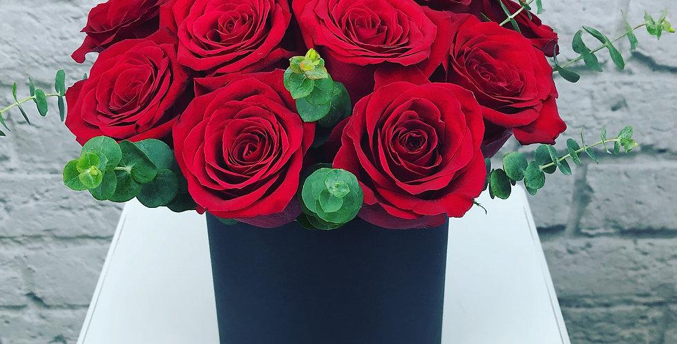 Dozen red roses in Hat box