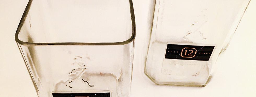 JOHNNIE WALKER BLACK LABEL WHISKEY BOTTLE ROCKS GLASSES
