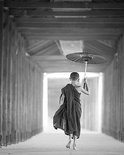 umbrella-1807513_1920_edited.jpg