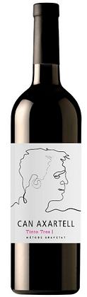 Rotweinflasche Mallorca Tinto Tres, weisse Etikette mit schwarzem Bild, skizzierter Kopf,