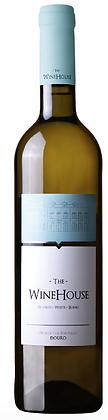 Weissweinflasche mit weiss-blauer Etikette, im oberen blauen Teil der Etikette ist der Weinkeller von Winehouse portugal,