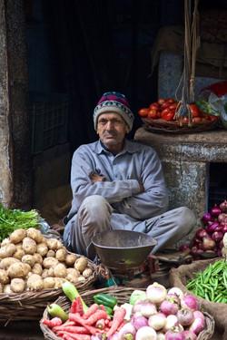 sidewalk grocer, Delhi