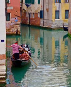 leaning gondolier, Venezia